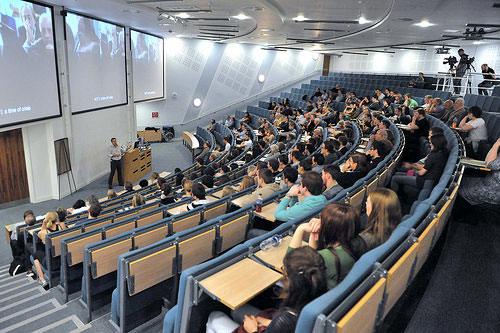 Vorlesungssaal, gefällt mit Studenten, in einer Universität