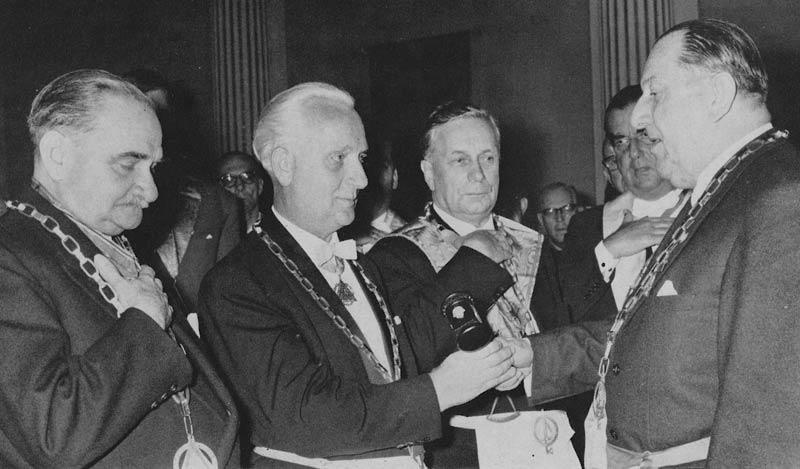 Amtsübergabe des Großmeisters der VGL, Konrad Merkel, an Richard Müller-Börner