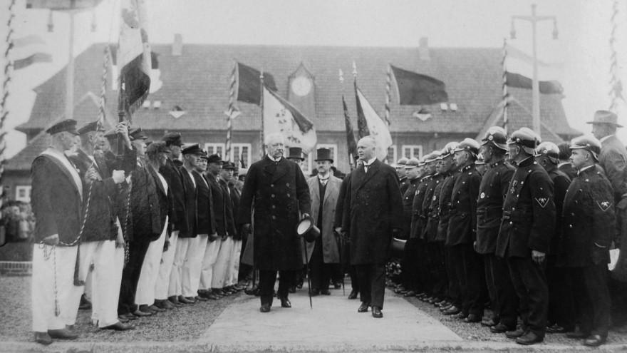 Foto von Bürgermeister Kapp neben Reichspräsident von Hindenburg 1927